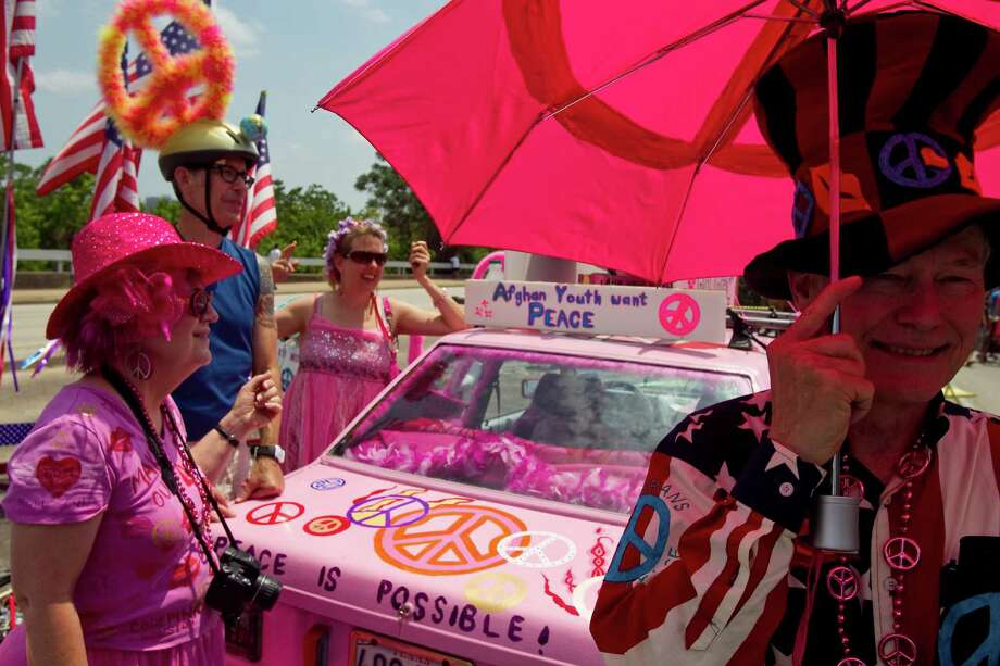 Jim Williams, right, of Veterans for Peace, visits an anti-war art car called Code Pink Peace Mobile before the 2011 Houston Art Car Parade Sunday, May 22, 2011, in Houston.  ( Nick de la Torre / Houston Chronicle ) Photo: Nick De La Torre, Staff / © 2010 Houston Chronicle