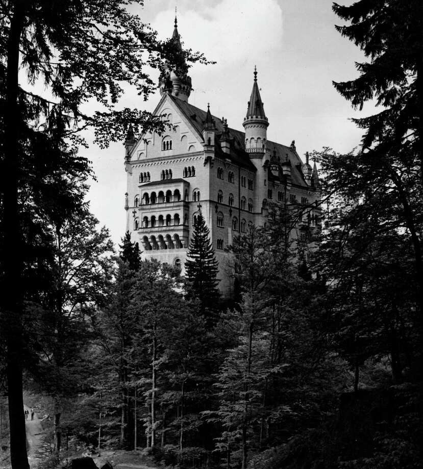 Neuschwanstein Castle, in Bavaria, Germany, is shown on August 25, 1970. Photo: Fox Photos, Getty Images / Hulton Archive