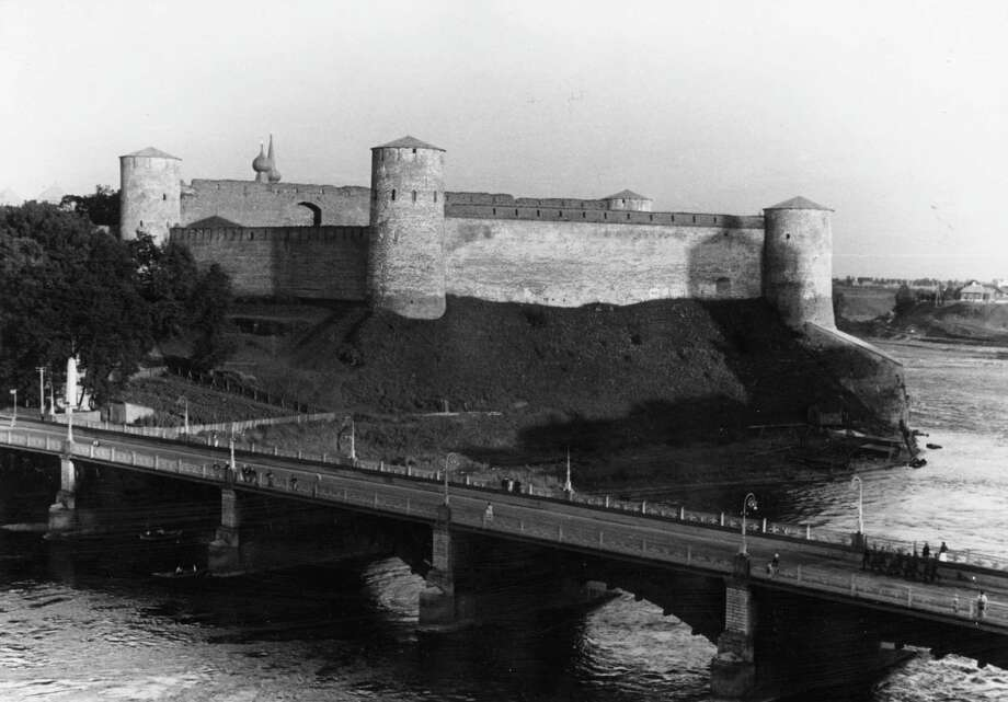 Ivangorod Castle, which Tzar Ivan The Terrible had built at the border of Russia and Estonia on the river Narva, is shown circa 1945. Photo: Keystone, Getty Images / Hulton Archive
