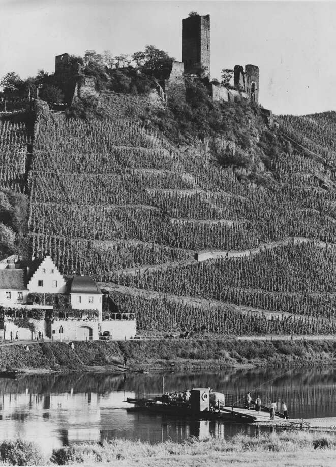 Metternich Castle and the vineyards at Beilstein, Germany, 1965. Photo: Fox Photos, Getty Images / Hulton Archive
