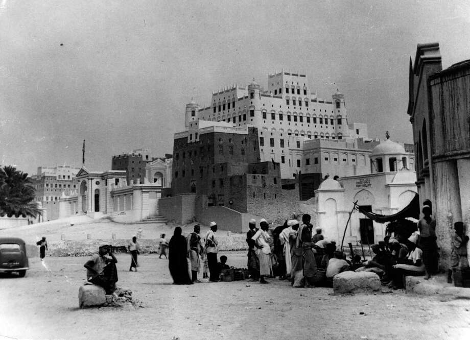 View of the Castle of the Sultan of Kachtris in Sayun, Yemen, circa 1956. Photo: Keystone, Getty Images / Hulton Archive