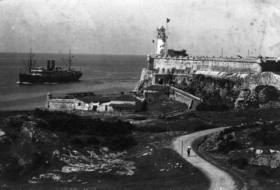 Morro Castle, a 16th century fortress that dominates the eastern entrance  to Havana, Cuba, circa 1965. Photo: Hulton Archive, Getty Images / Hulton Archive