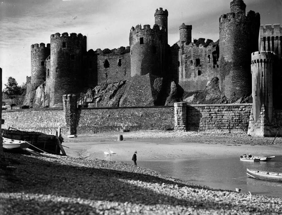 Conway Castle, in Carnarvonshire, northwest Wales, circa 1930. Edward I had the castle built in about 1284 to subdue the Welsh. Photo: Herbert Felton, Getty Images / Hulton Archive