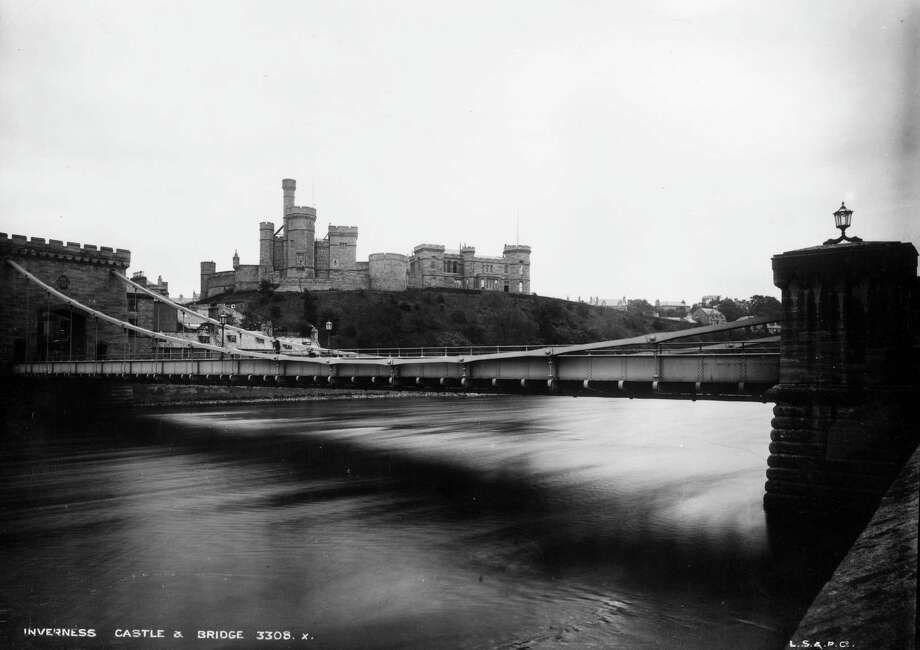 Inverness Castle and Bridge, Scotland, circa 1900. Photo: London Stereoscopic Company, Getty Images / Hulton Archive