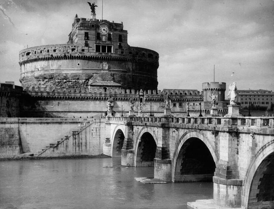 Castle of San Angelo, Rome, circa 1930. Photo: Herbert Felton, Getty Images / Hulton Archive