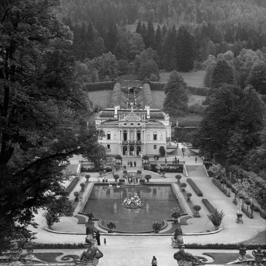 Linderhof Castle, one of many new buildings that King Ludwig II has built during his reign in Bavaria, Germany, is shown circa 1900. Photo: Fox Photos, Getty Images / Hulton Archive