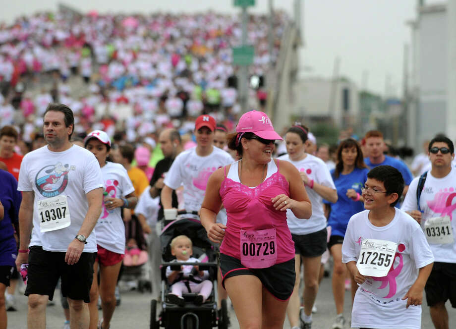 Susan G. Komen Race for the Cure participants run along Durango Street in downtown San Antonio on Saturday, April 30, 2011. BILLY CALZADA / gcalzada@express-news.net Photo: BILLY CALZADA, SAN ANTONIO EXPRESS-NEWS / gcalzada@express-news.net