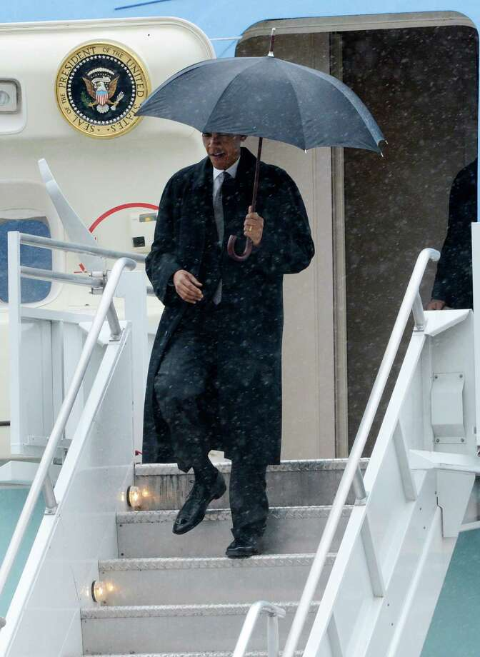 President Barack Obama arrives Tuesday at Albany International Airport in Colonie. The President is in Albany to address the Nanoscale Science School at the University at Albany. (Skip Dickstein / Times Union) Photo: SKIP DICKSTEIN / 2012