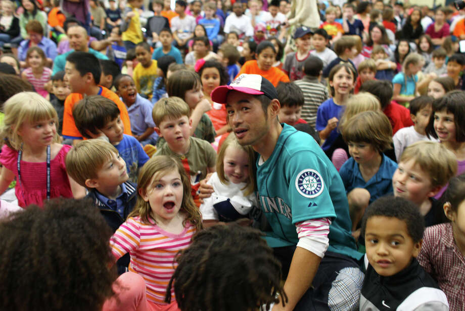 Seattle Mariners player Ichiro Suzuki sits with students to watch a video. Photo: JOSHUA TRUJILLO / SEATTLEPI.COM