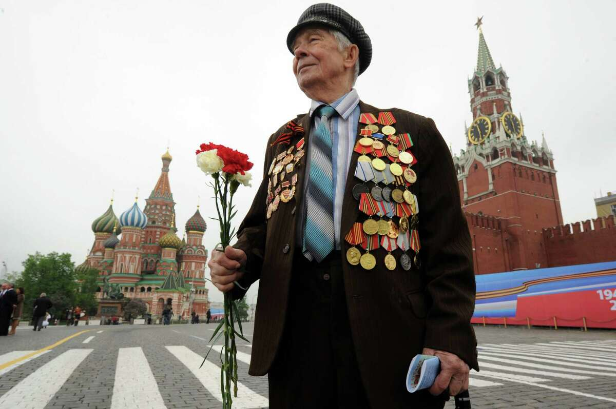 TOPSHOTS A World War II veteran walks at the Red Square in Moscow, on May 9, 2012, after Victory Day parade. Thousands of Russian soldiers marched today across Red Square to mark the 67 years since the victory over Nazi Germany in World War II. AFP PHOTO / KIRILL KUDRYAVTSEVKIRILL KUDRYAVTSEV/AFP/GettyImages