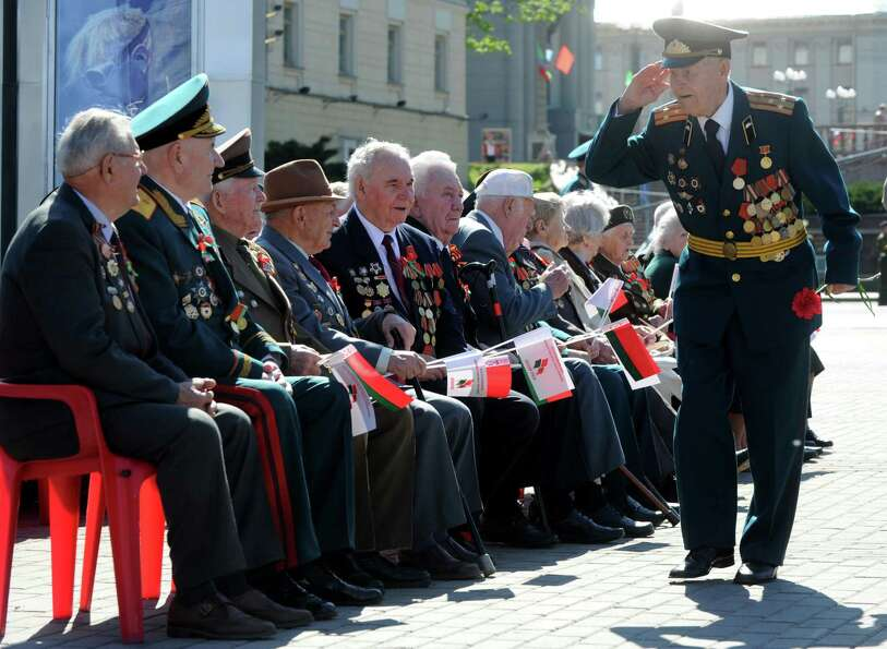 A World War II veteran salutes to his fellow veterans in central Minsk on May 9, 2012, during Victor