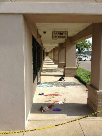 Crime scene from attempted robbery turned shoot out at Randy's Jewelry Store.   Amy Moore/The Beaumont Enterprise Photo: BE