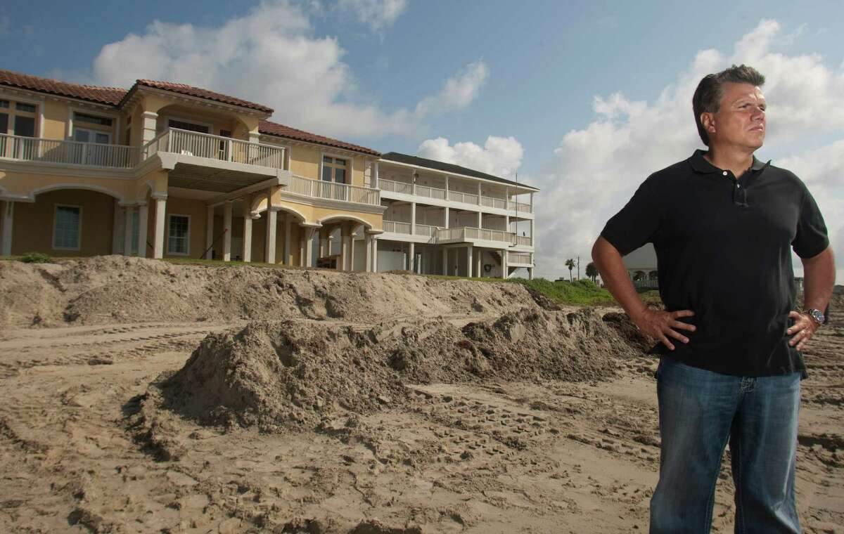 Sergio Peneda, president of the Sands of Khala Beach Homeowners Association, backs the weakening of the Open Beaches Act.