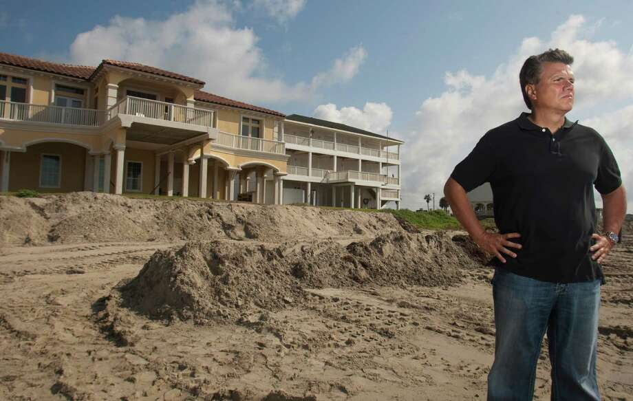 Sergio Peneda, president of the Sands of Khala Beach Homeowners Association, backs the weakening of the Open Beaches Act. Photo: J. Patric Schneider / Houston Chronicle