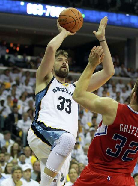 Memphis' Marc Gasol goes for a shot over the Clippers' Blake Griffin. Photo: Andy Lyons, Getty Images / 2012 Getty Images