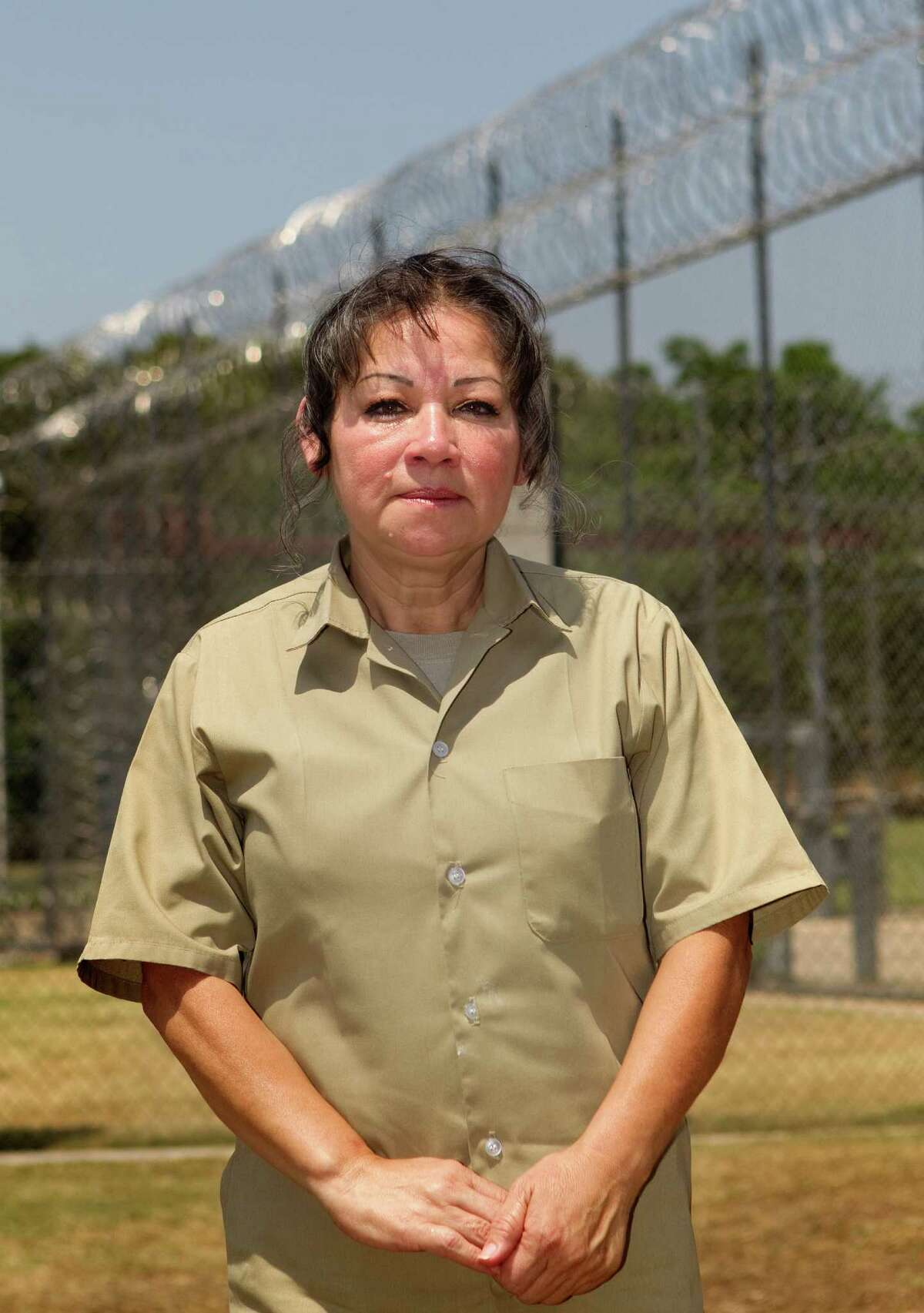 Castillo said she was tricked into unknowingly helping transport drugs and money for a big trafficker in Mexico.