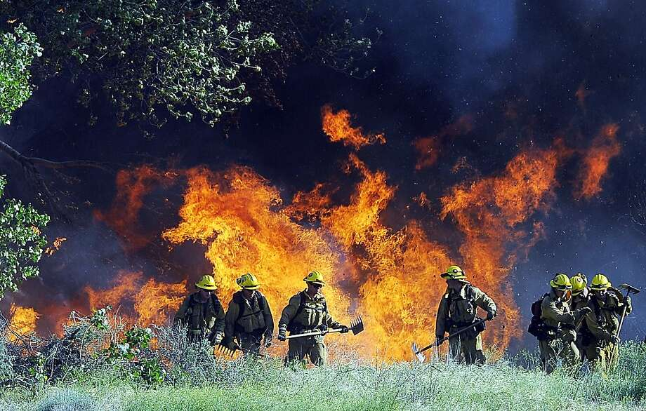 Los Angeles County Fire crews work to contain a 125-acre brush fire in Acton, Calif. on Tuesday afternoon, May 8, 2012.  The wildfire in northern Los Angeles County burned 126 acres and destroyed several structures.    (AP Photo/The Antelope Valley Press,Maya Sugarman ) Photo: Maya Sugarman, Associated Press