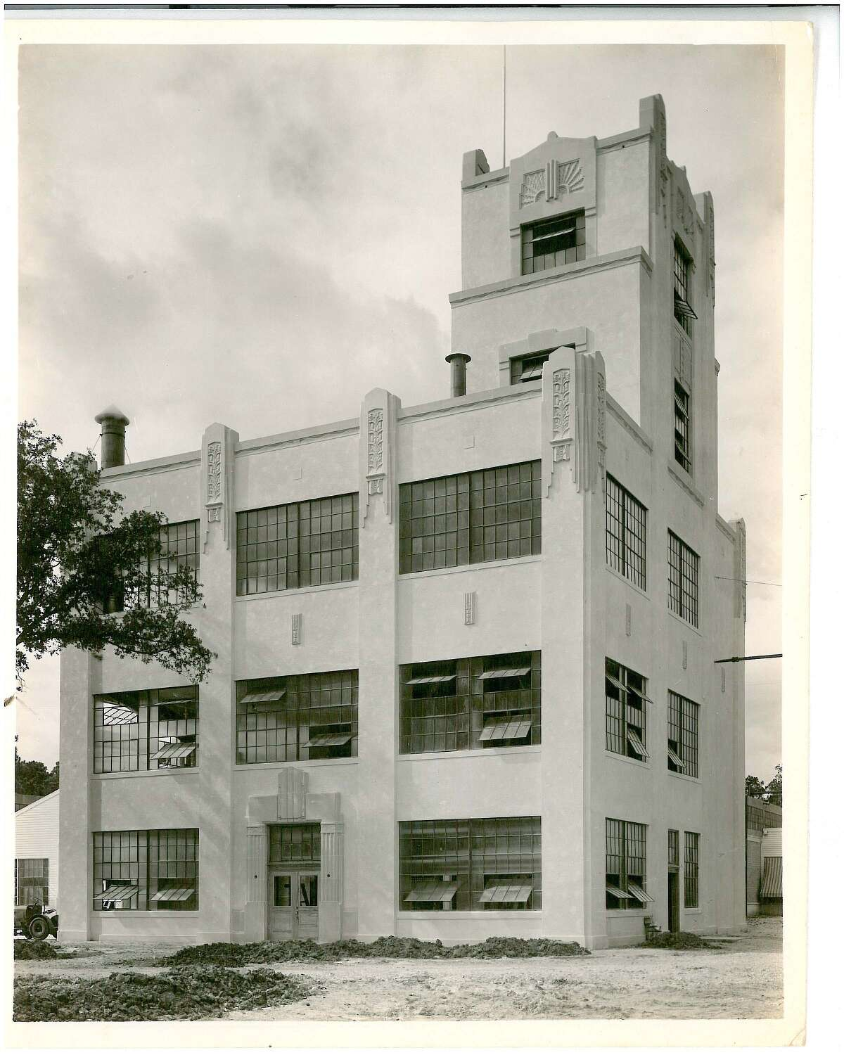 Gulf Brewing Company s Grand Prize Brewery was built on the grounds of its parent company, Hughes Tool. Collection of Philip Brogniez. From