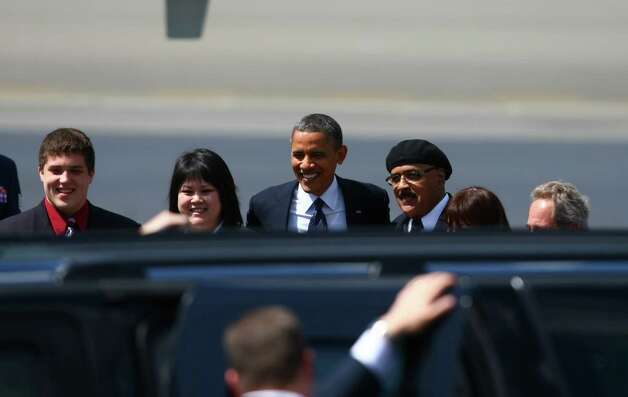U.S. President Barack Obama poses for a photo with supporters at Boeing Field in Seattle on Thursday. Photo: SOFIA JARAMILLO / SEATTLEPI.COM23