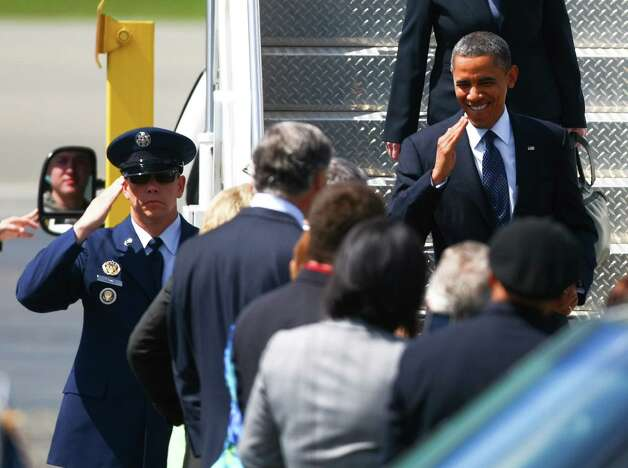 U.S. President Barack Obama greets a crowd as he steps off of Air Force One at Boeing Field in Seattle on Thursday. Photo: SOFIA JARAMILLO / SEATTLEPI.COM