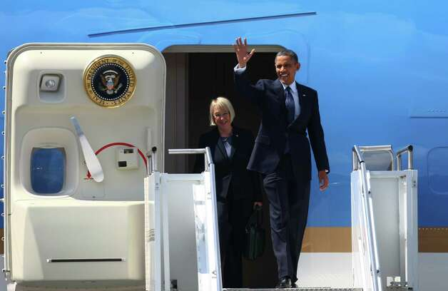 U.S. President Barack Obama waves as he steps off of Air Force One at Boeing Field in Seattle on Thursday with U.S. Sen. Patty Murray. Photo: SOFIA JARAMILLO / SEATTLEPI.COM