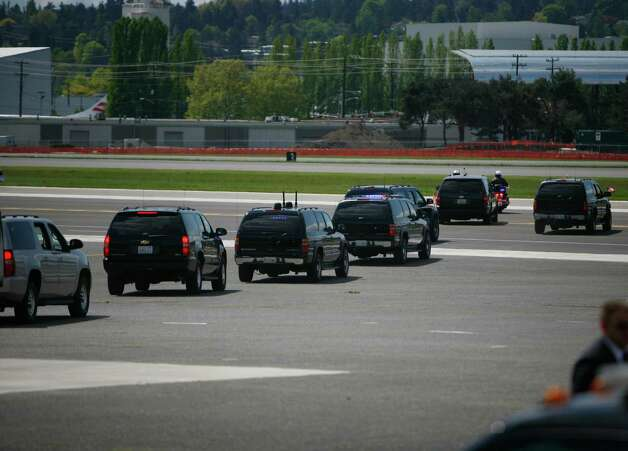 President Barack Obama's motorcaide leaves Boeing field in Seattle on Thursday Photo: SOFIA JARAMILLO / SEATTLEPI.COM