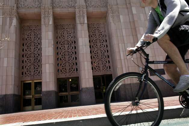 A bicyclist rides along Market Street between Ninth and 10th Streets. Photo: Lea Suzuki, The Chronicle
