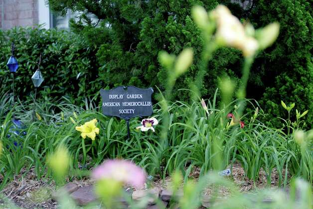 This AHS Display Garden sign, formerly in daylily enthusiasts Paula and Leon Payne's garden, now resides in the Peppers' garden. Photo: Thomas B. Shea, Freelance / © 2012 Thomas B. Shea