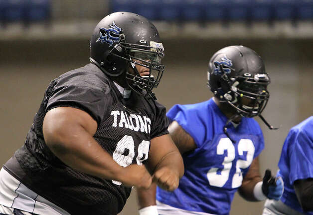 San Antonio Talons' Jamar Ward (99) practices with the team on Thursday, May 10, 2012. Kin Man Hui/Express-News. Photo: Kin Man Hui, SAN ANTONIO EXPRESS-NEWS / San Antonio Express-News