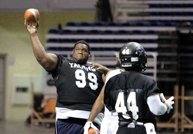 San Antonio Talons' Jamar Ward (99) throws a pass during practice with the team on Thursday, May 10, 2012. Kin Man Hui/Express-News. Photo: Kin Man Hui, SAN ANTONIO EXPRESS-NEWS / San Antonio Express-News