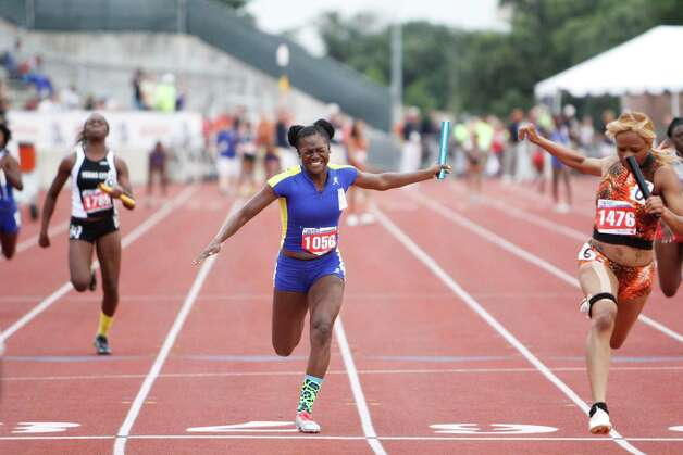 Ozen's Bealoved Brown anchors a second place finish in the 4A girls 400 relay at the UIL Track & Field State Championships at Mike A. Myers Stadium, The University of Texas at Austin. May 11, 2012.  Valentino Mauricio/The Enterprise Photo: Valentino Mauricio