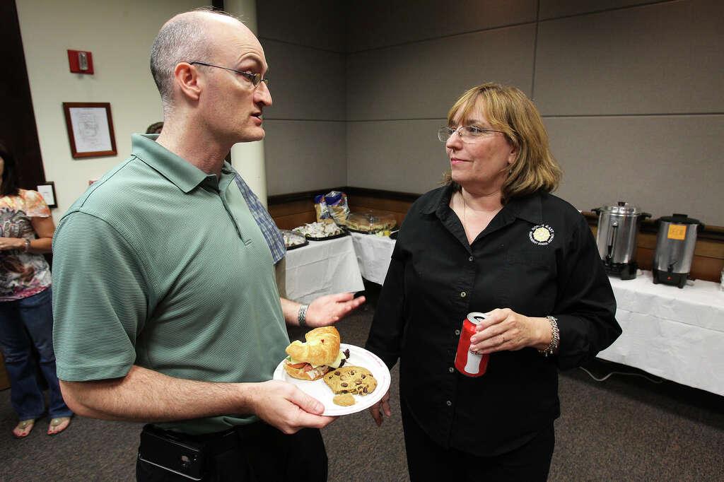 Lone NEISD incumbent trustee keeps post - San Antonio Express-News