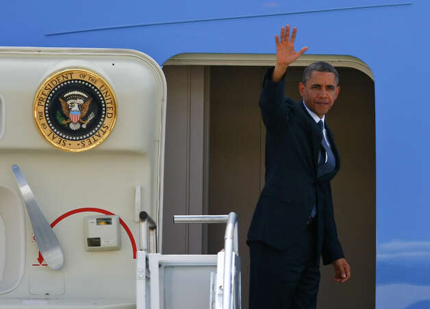 U.S. President Barack Obama waves at Boeing Field before he departs Seattle on Thursday, May 10, 2012. Photo: SOFIA JARAMILLO / SEATTLEPI.COM