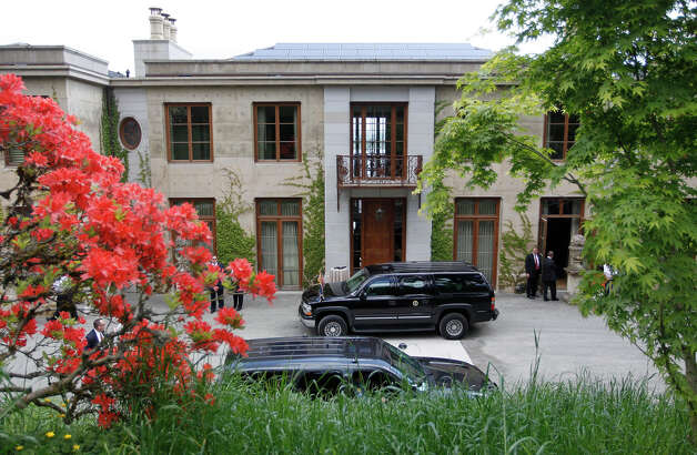 The armored SUV of President Barack Obama sits in the driveway of the home of Ann and Bruce Blume who are hosting a fundraising brunch, Thursday, May 10, 2012, in Seattle. Obama traveled to the West Coast for a series of democratic party fundraisers. Photo: Pablo Martinez Monsivais / AP