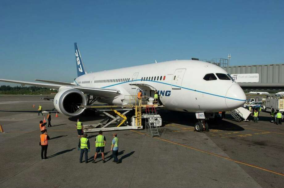 Workers conduct a gate check of Boeing flight-test 787 Dreamliner ZA005 at the south satellite of Seattle-Tacoma International Airport on Monday, May 14, 2012. Photo: Courtesy Don Wilson/Port Of Seattle