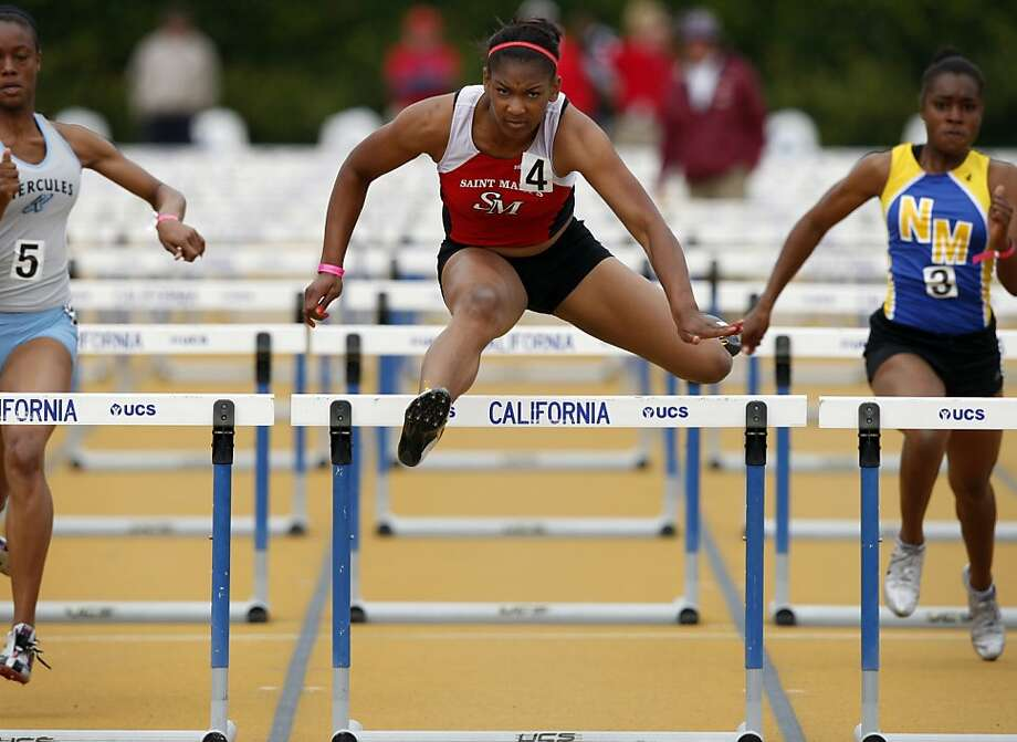 St. Mary's hurdler Trinity Wilson (center) won't be able to defend her state title. She had the best time in the country when she hurt her left big toe. Photo: Thomas Levinson, The Chronicle