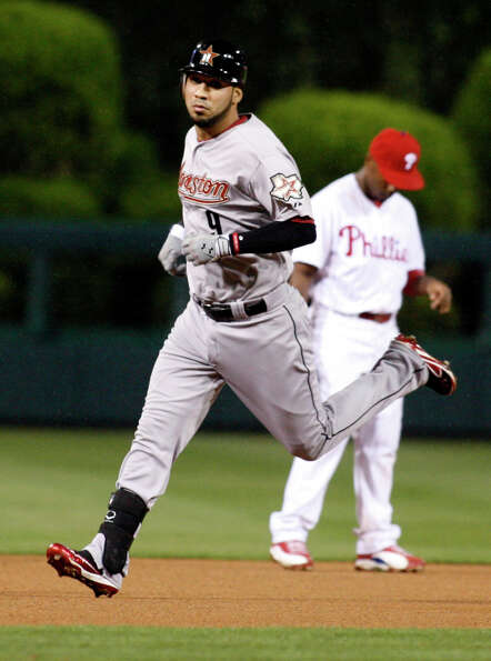 Houston Astros' Marwin Gonzalez runs the bases after he hit a solo home run against the Philadelphia