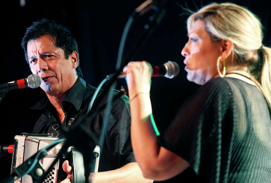 Accordion meister Joel Guzman and his wife Sarah Fox will perform with Gilbert Velasquez at Ruben's Place. Express-News file photo Photo: J. Michael Short, SPECIAL TO THE EXPRESS-NEWS / THE SAN ANTONIO EXPRESS-NEWS