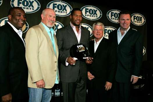 Curt Menefee, left, Terry Bradshaw, second from left, Former New York Giants defensive end Michael Strahan, center, Jimmy Johnson, second from right, and Howie Long, right, pose for photographs after a news conference Tuesday, June 24, 2008  in New York, where Strahan was introduced as an addition to the FOX network's NFL pregame show.  (AP Photo/Frank Franklin II) Photo: Frank Franklin II, STF / 2008 AP