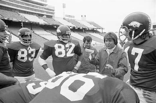 Arkansas defensive coach Jimmy Johnson talks with his charges during workout in Cotton Bowl at Dallas, Monday, Dec. 30, 1975, as they prepare to meet the Georgia Bulldogs in the New Year?s Day classic. Identifiable players are Bill Hampton (82), linebacker Ivan Johnson (83), defensive end; and Dave Hampton, defensive tackle. Coach in background is unidentified. (AP Photo/GS) Photo: GS, STF / 1975 AP
