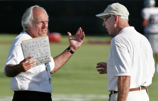 ** CORRECTS TO FORMER TEXAS A&M AGGIES HEAD FOOTBALL COACH ** Oakland Raiders special teams coach Joe Avezzano, left,  chats with former Texas A&M Aggies head football coach R.C. Slocum during a combined practice between the Raiders and Houston Texans, Thursday, August 18, 2005. Avezzano coached with Slocum at A&M between 1985 and 1988.  (AP Photo/Dave Einsel) Photo: DAVE EINSEL, STR / 2005 AP