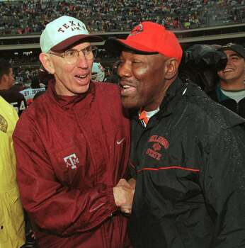 Texas A&M coach R.C. Slocum, left, shakes hands with Oklahoma State's Bob Simmons after A&M's 21-3 victory Saturday, Oct. 30, 1999, in College Station, Texas. The win gave Slocum his 100th victory as Texas A&M's coach.  (AP Photo/Brett Coomer) Photo: BRETT COOMER, STR / AP1999
