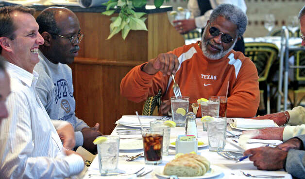 Earl Campbell chatting with Ty Detmer at Reggiano's restaurant Wednesday at noon.  The Heisman Trophy winners were on hand to announce the opening of Detmer's workout center on the northside of San An tonio.  Ty Detmer and Koy Detmer at Reggiano's restaurant with Earl Campbell, Jesse James Leija.  Announcing Triton Sports Center.  Tom Reel/Staff   December 12, 2007. Photo: TOM REEL, Express-News / SAN ANTONIO EXPRESS-NEWS