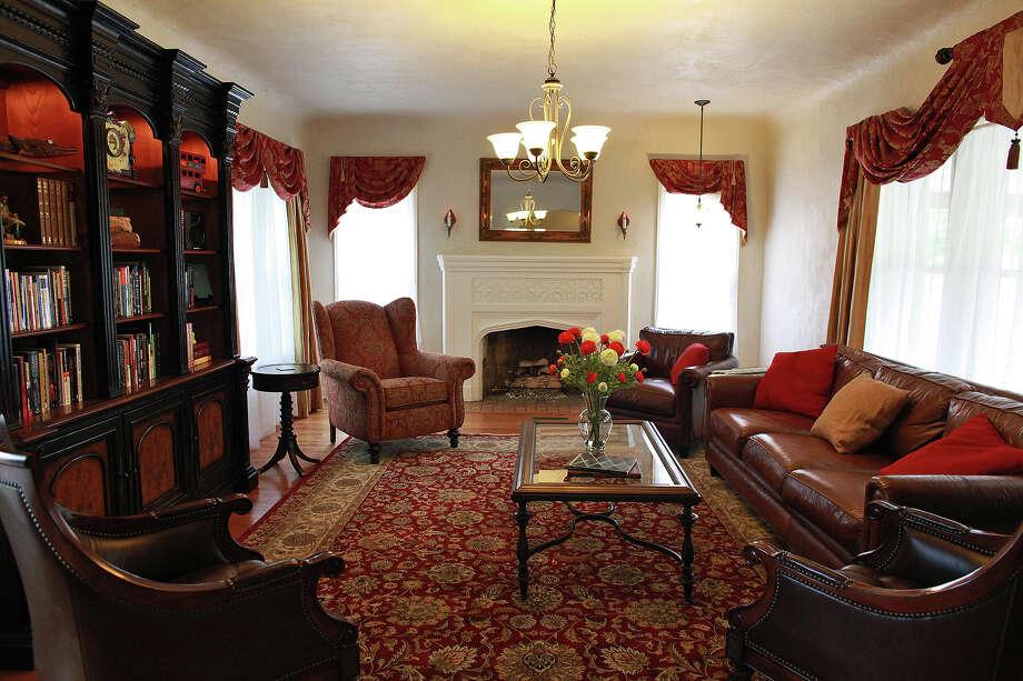 SPACES - The living room in the home of Matt Jennings in San Antonio on Friday, April 20, 2012. Lisa Krantz/San Antonio Express-News Photo: Lisa Krantz, SAN ANTONIO EXPRESS-NEWS / SAN ANTONIO EXPRESS-NEWS