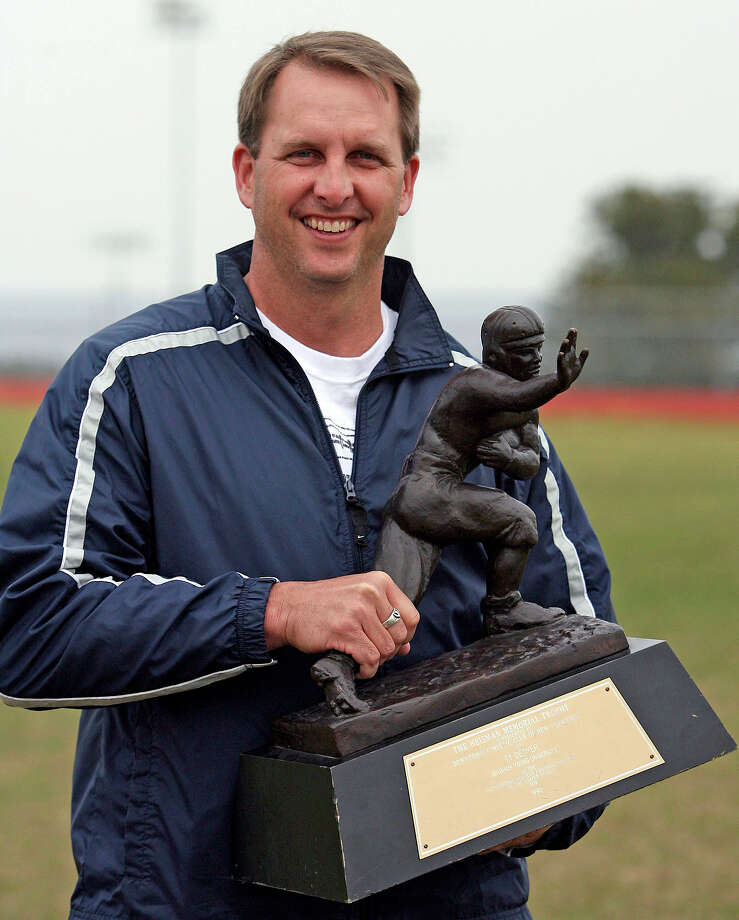 Ty Detmer holds his 1990 Heisman Trophy award Saturday at Lake Travis High School.  TY DETMER AT LAKE TRAVIS HIGH SCHOOL WITH HEISMAN TROPHY   FEBRUARY 10, 2007.    TOM REEL/STAFF Photo: TOM REEL, Express-News / SAN ANTONIO EXPRESS-NEWS