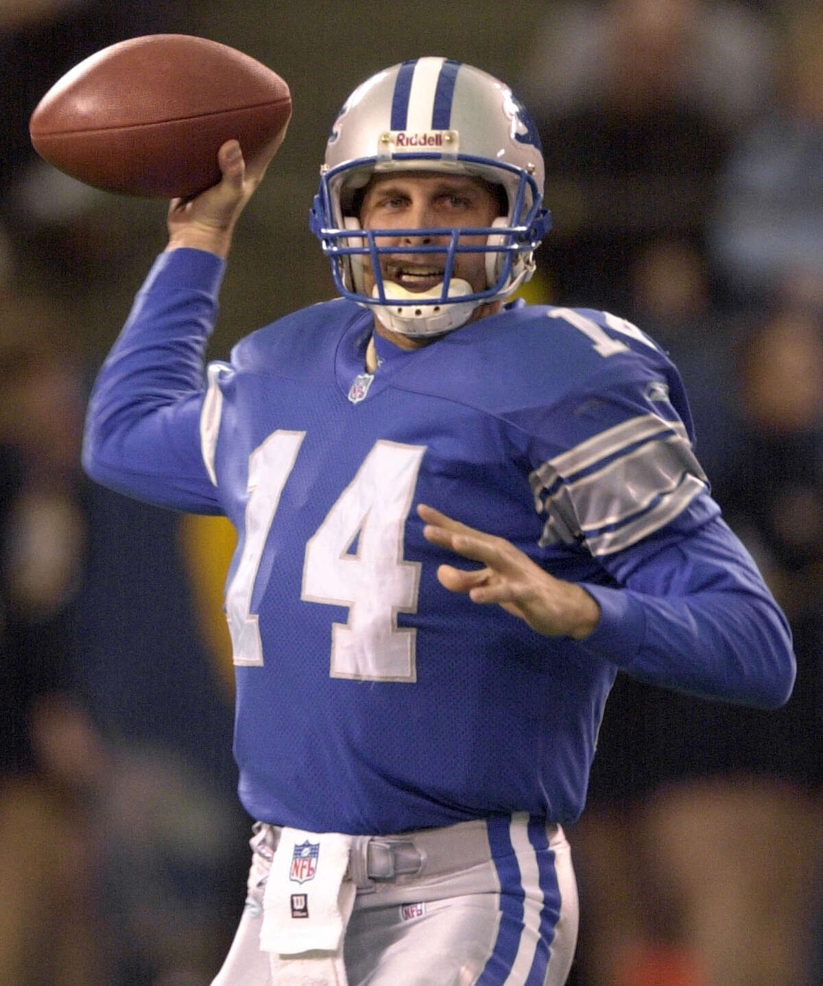 Detroit Lions quarterback Ty Detmer (14) throws against the Dallas Cowboys in the second quarter at the Silverdome in Pontiac, Mich., Sunday, Jan. 6, 2001. Detmer was 24-of-40 for 242 yards with two touchdowns and no interceptions in the Lions' 15-10 win. (AP Photo/Paul Sancya)