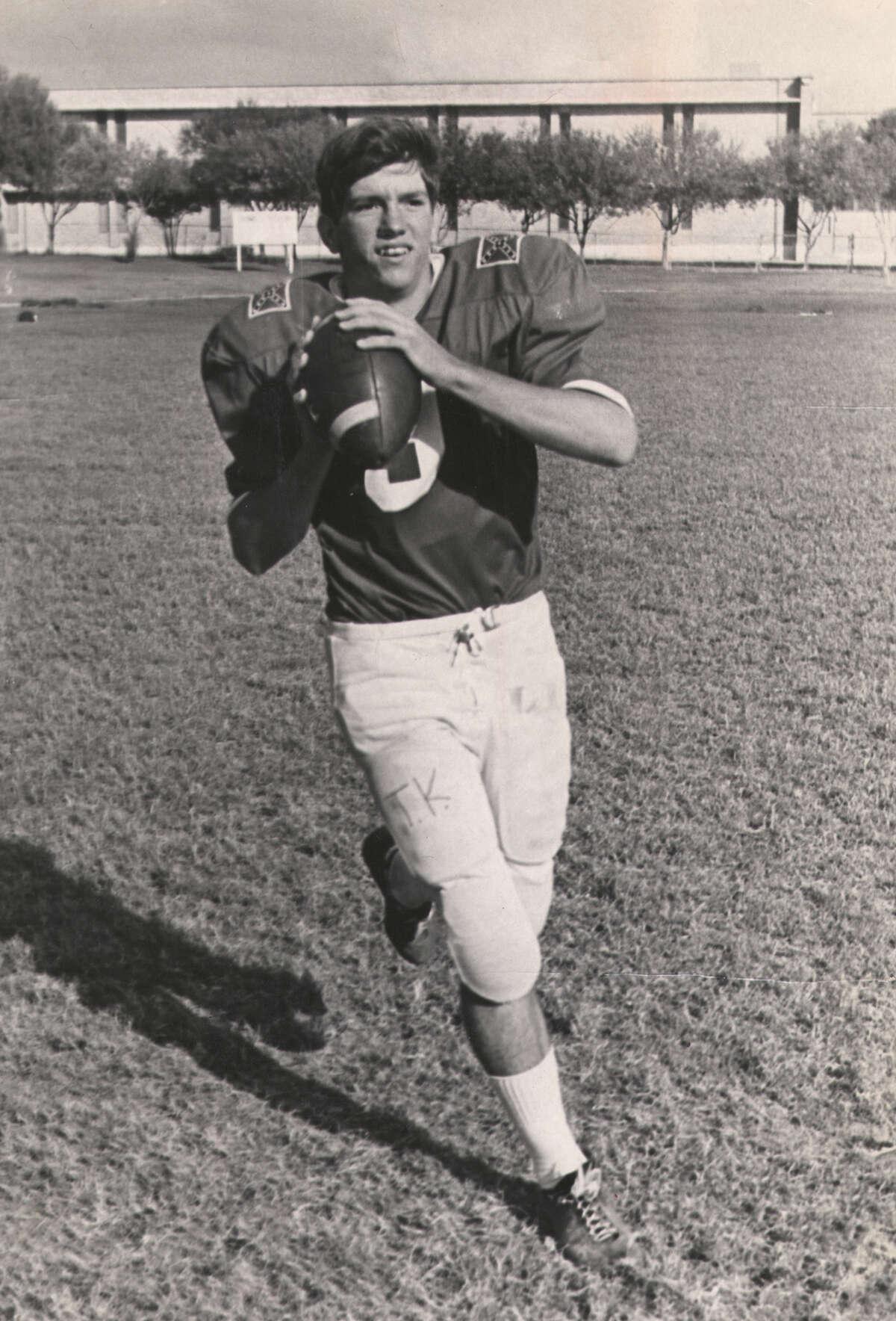 Lee quarterback Tommy Kramer