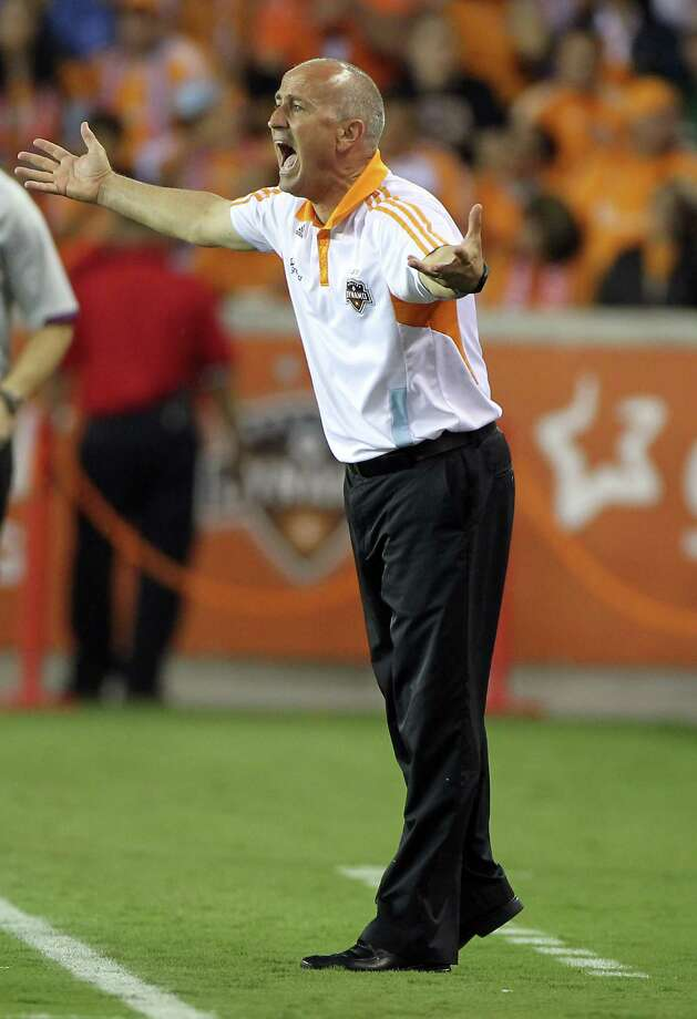 Dynamo coach Dominic Ninnear yells for a call. Photo: Nick De La Torre, Houston Chronicle / © 2012  Houston Chronicle