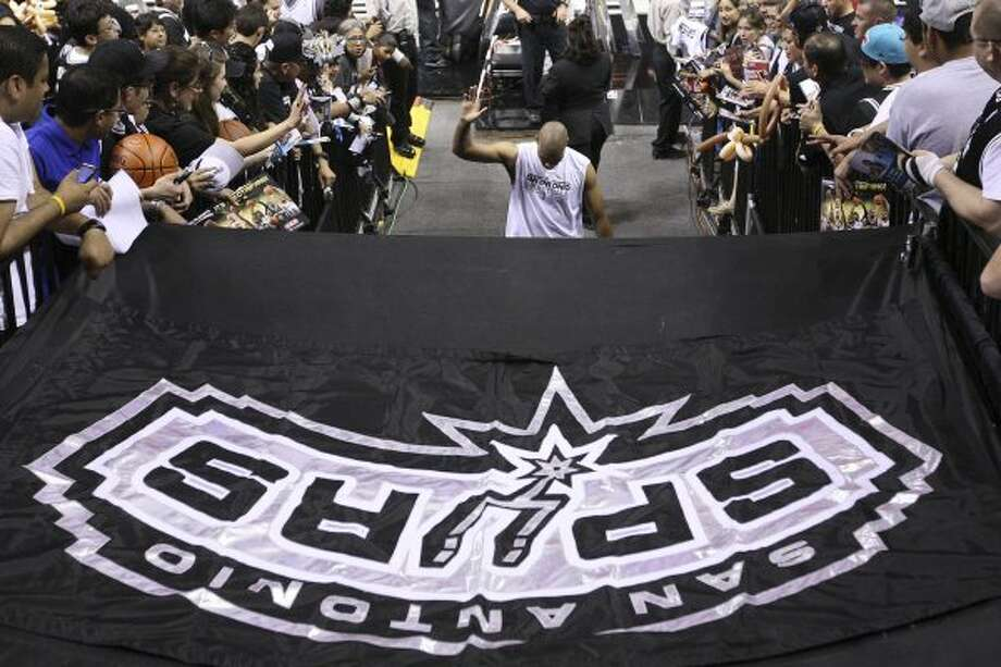 SPURS -- San Antonio Spurs Gary Neal waves to the crowd as he heads to the lockerroom before during game one in the Western Conference semi-finals at AT&T Center, Monday, May 15, 2012. Jerry Lara/San Antonio Express-News (Jerry Lara / San Antonio Express-News)
