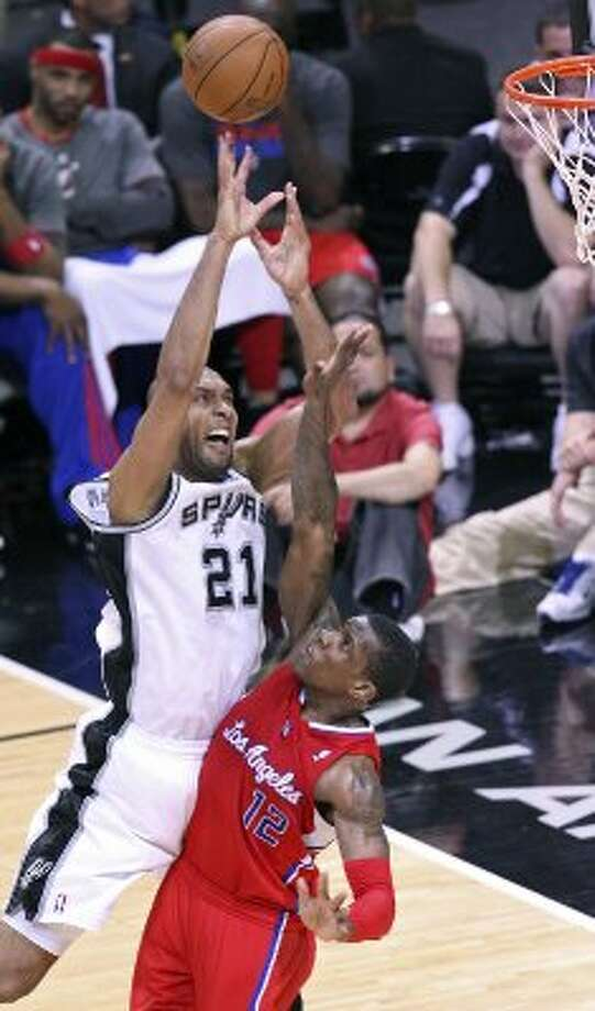 FOR SPORTS - Spurs' Tim Duncan shoots over Clippers' Eric Bledsoe during second half action of Game 1 of the Western Conference semifinals Monday May 15, 2012 at the AT&T Center. The Spurs won 108-92. (PHOTO BY EDWARD A. ORNELAS/SAN ANTONIO EXPRESS-NEWS) (EDWARD A. ORNELAS / SAN ANTONIO EXPRESS-NEWS)